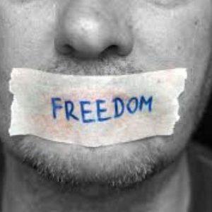 Στη διχασμένη Αμερική, μόνο η αριστερή πλευρά έχει ελευθερία του λόγου…