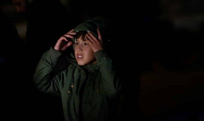 Αυτά είναι τα αθώα προσφυγόπουλα; 12χρονος έκανε γυαλιά-καρφιά το Παίδων-Πήρε ψαλίδι και προσπάθησε να καρφώσει κόσμο