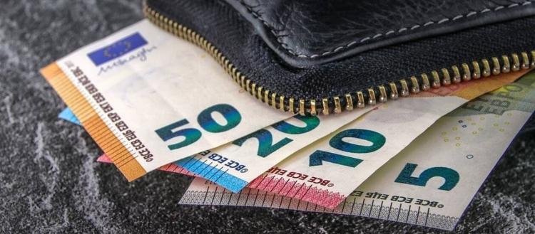Κοινωνικό μέρισμα: H κυβέρνηση εξετάζει την μείωση φόρων αντί να δοθούν απευθείας χρήματα στους πολίτες