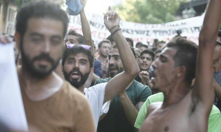 Δεν τολμάνε να βγουν έξω από τα σπίτια τους! Η «νέα Ελλάδα» που έρχεται με ταχύτατους ρυθμούς (ΦΩΤΟ-ΒΙΝΤΕΟ)