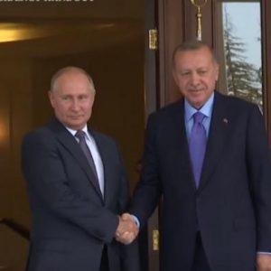 Ο ανεξέλεγκτος Ερντογάν στρέφεται κατά Πούτιν και Τραμπ – Θα τον «τελειώσουν»; (ΒΙΝΤΕΟ)