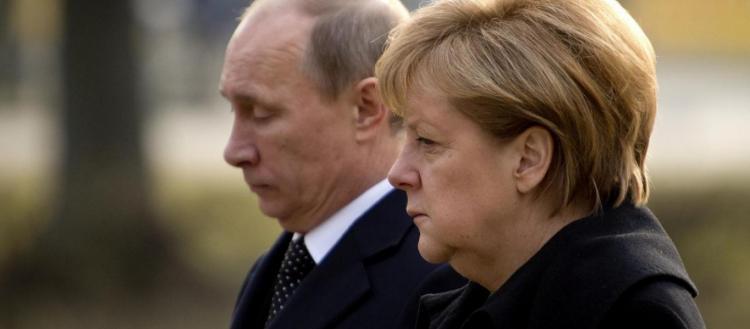 «Τρέχοντας» η Α.Μέρκελ σήμερα στη Μόσχα: Προσπαθεί να σώσει το καθεστώς της Τρίπολης