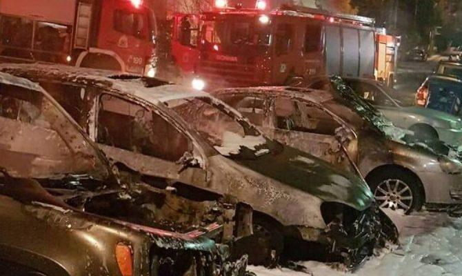 «Κόλαση» στην Αθήνα: 18 αυτοκίνητα τυλίχτηκαν στις φλόγες – Τα 12 στο Μαρούσι!