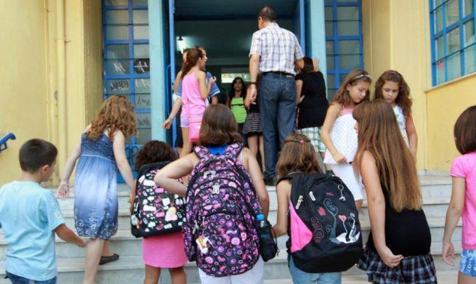 Τέλος η αργία για τη γιορτή των Τριών Ιεραρχών στα σχολεία