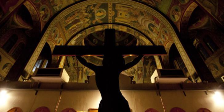 «Σφαίρες» στην πίστη μας – Οργή προκαλούν οι εικόνες που κάνουν τον γύρο της Ελλάδας (ΒΙΝΤΕΟ)