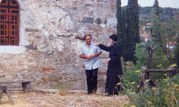 Ρωτήθηκε ο ΑΓΙΟΣ ΠΑΙΣΙΟΣ  « ποιος είναι ο μόσχος ο σιτευτός για την επιστροφή του Ασώτου Έλληνα και απάντησε:   « η ΚΩΝΣΤΑΝΤΙΝΟΥΠΟΛΗ, παιδί μου»