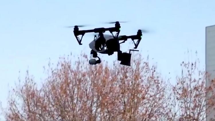 ΠΑΝΔΑΙΜΟΝΙΟ στην Κίνα : με drone «κυνηγούν»  τους ανθρώπους να φορέσουν μάσκες.