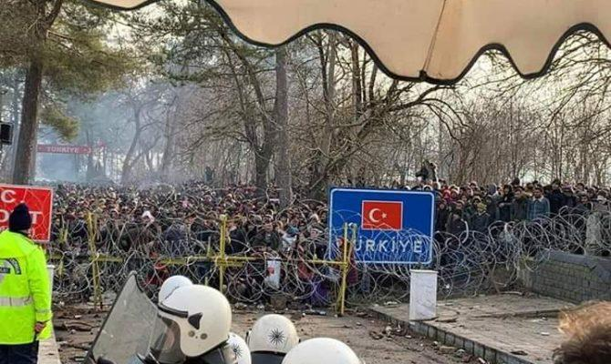 SOS στις Καστανιές – 10.000 περίπου λαθρομετανάστες προσπαθούν να εισβάλλουν αυτή την ώρα στην Ελλάδα!