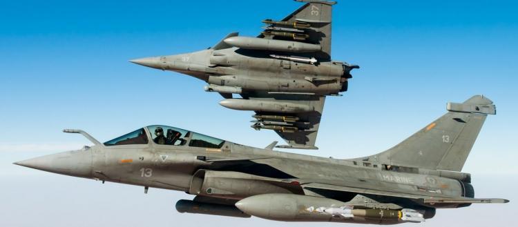 Μόνιμη μεταστάθμευση γαλλικών μαχητικών στην αεροπορική βάση στην Πάφο – Το Παρίσι δείχνει να θέλει να παίξει δυνατά