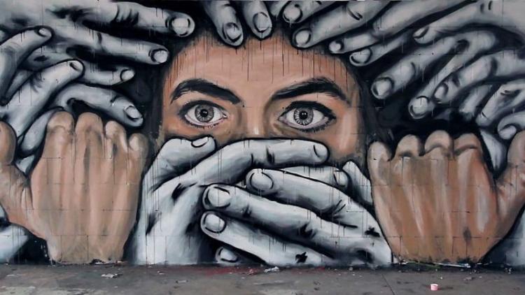 Για να επικρατήσει ένα παγκόσμιο ολοκληρωτικό καθεστώς καταργούν το «freedom of speech» – Πώς εξαφανίζουν απόψεις…