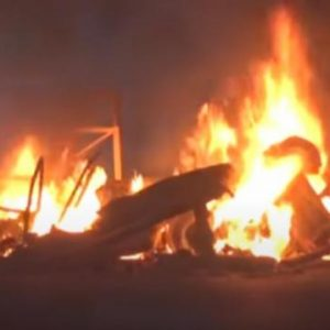 «Κάψτε την εκκλησία τους» – Μουσουλμάνοι βάζουν φωτιά στα προάστια των Παρισίων (ΒΙΝΤΕΟ)