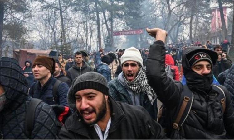 Καλούν σε ξεσηκωμό οι μετανάστες: Άραβες υποκινούν εξεγέρσεις εντός Ελλάδας.