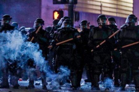 Ξεκίνησε ο εμφύλιος: Πυροβολούν αστυνομικούς στις ΗΠΑ