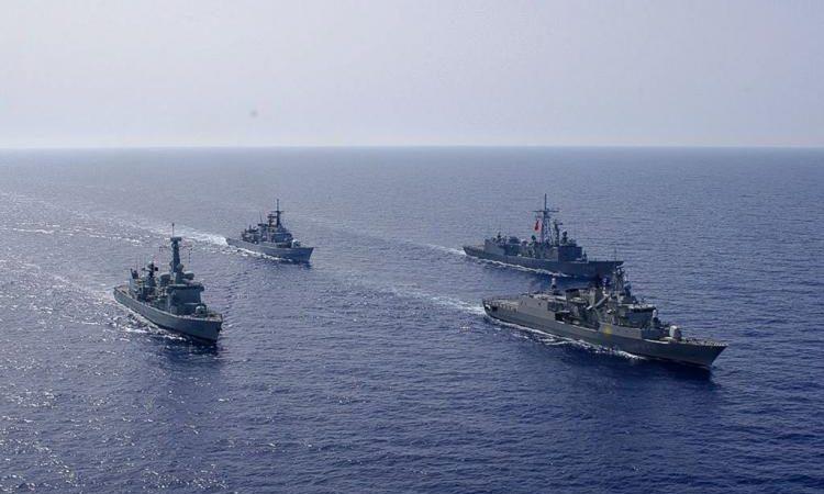 Ένταση στο Αιγαίο : Οκτώ στόλοι σε απόσταση βολής από το Oruc Reis.