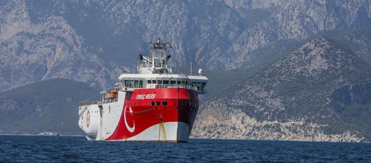 Το Oruc Reis συνεχίζει να παραβιάζει την ελληνική υφαλοκρηπίδα & η Άγκυρα ετοιμάζει το 3ο πλωτό γεωτρύπανο της