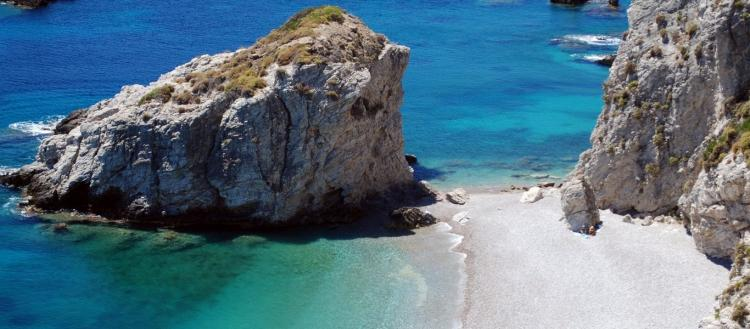 Το ελληνικό νησί που λατρεύουν οι επιστήμονες – Γιατί θέλουν όλοι να το επισκεφθούν; (φωτο)