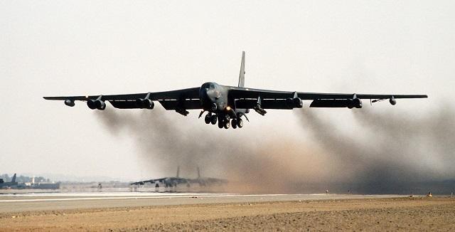 Γιατί η Ουάσιγκτον ανέπτυξε βομβαρδιστικά B-52 στη Μέση Ανατολή;