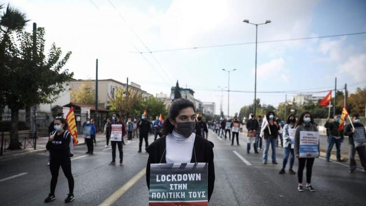 To KKE «έσπασε» την κυβερνητική απαγόρευση [Βίντεο].