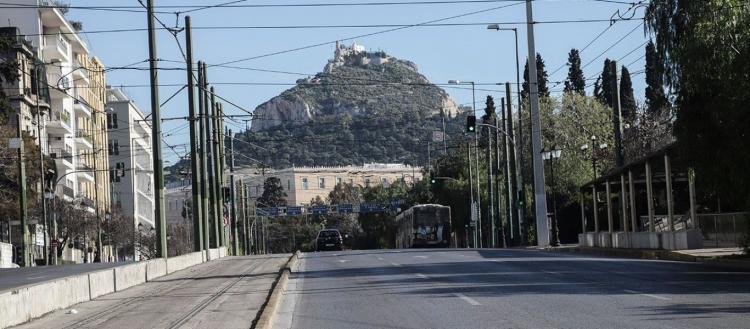 Οι «ειδικοί» προτείνουν μοντέλο Ουχάν για την Ελλάδα: «Θα βγαίνει μόνο ένας από το σπίτι και κάθε 3-4 μέρες»!