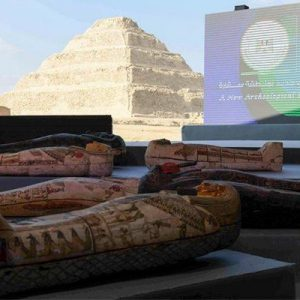 Αίγυπτος: Μεγάλη αρχαιολογική ανακάλυψη -100 άθικτες σαρκοφάγοι στην Νεκρόπολη της Σακκάρα.