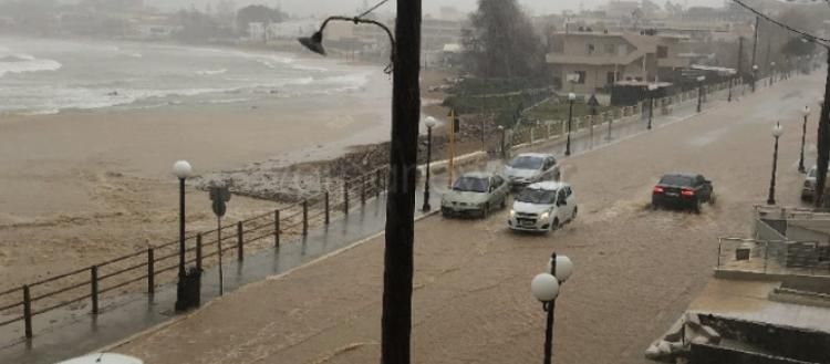 «Βούλιαξε» η Κρήτη – Σε «ποτάμια» μετατράπηκαν οι δρόμοι – Εγκλωβισμένοι & αυτοκίνητα στην θάλασσα (φωτό-βίντεο).