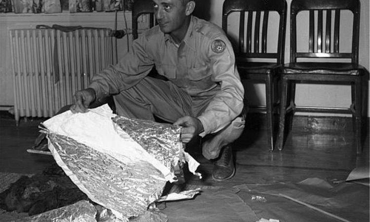 Αμερικανός αξιωματούχος: «Τα συντρίμμια στο Ρόσγουελ ήταν από εξωγήινο ιπτάμενο δίσκο».