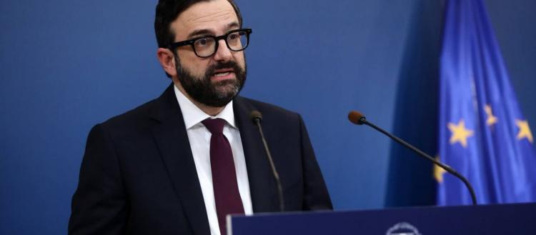 Αργά και σταθερά καταρρέουν: Παραιτήθηκε ο κυβερνητικός εκπρόσωπος Χρήστος Ταραντίλης