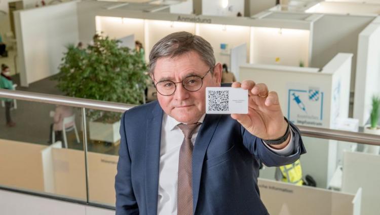 ΑΠΟΚΑΛΥΨΗ ΤΩΡΑ! «ΨΗΦΙΑΚΟ διαβατήριο εμβολιασμού» με δακτυλικό αποτύπωμα και προσωπικά δεδομένα κατασκευάζει (μυστικά) η Γερμανία…
