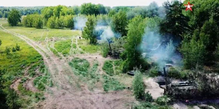 2S4 Tyulpan: Οι Ρώσοι στέλνουν τα πυροβόλα «καταστροφείς πόλεων» στα σύνορα με την Ουκρανία [vid].