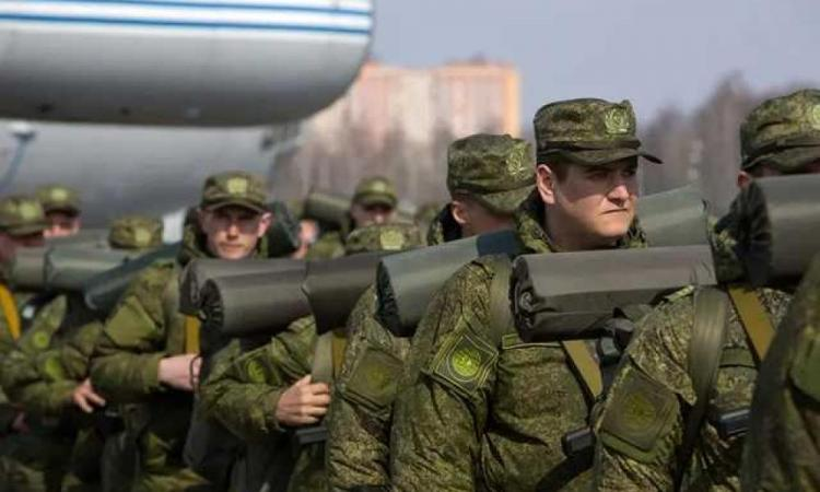 """Επίλεκτες μονάδες της 58ης ρωσικής στρατιάς στην Κριμαία: Αποβατικά σκάφη της Ρωσίας """"κυκλώνουν"""" την Οδησσό."""