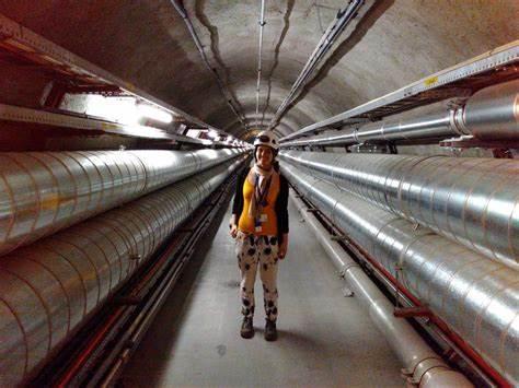 Ενημέρωση CERN! Συχνότητες ήχου που μπορούν να ξεκλειδώσουν τις πόρτες σε ξένους θεούς σε ένα άλλο βασίλειο