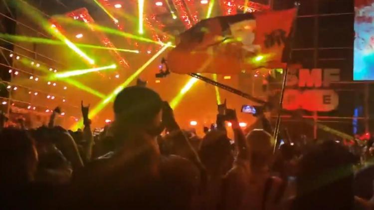 """Τι πραγματικά συμβαίνει στην Ουχάν της Κίνας; Γιατί έχει """"εξαφανιστεί ο ιός από εκεί; Μουσική συναυλία με 11.000 θεατές."""