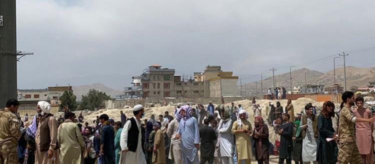Επίθεση αυτοκτονίας στο αεροδρόμιο της Καμπούλ – Και Αμερικανοί ανάμεσα στους νεκρούς -Οι Ταλιμπάν «δείχνουν» τον ISIS