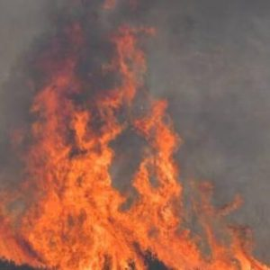 Καίγεται ξανά η Εύβοια: Μεγάλη πυρκαγιά στο Μετόχι Καρύστου!