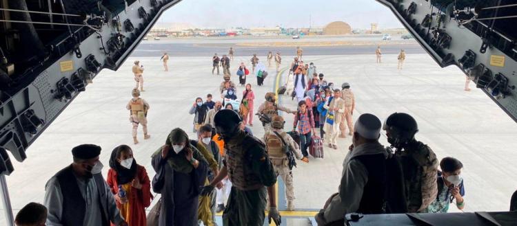 «Εκκενώστε την Καμπούλ»! – Ο Τ.Μπάιντεν δεν εγγυάται την ασφάλεια πολιτών – Τους φυγαδεύει με εμπορικά αεροσκάφη