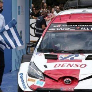 Ο Σταυρός που είναι;;; Έτσι έβαλαν την Ελληνική σημαία στο Ράλι Ακρόπολις – ΦΩΤΟ