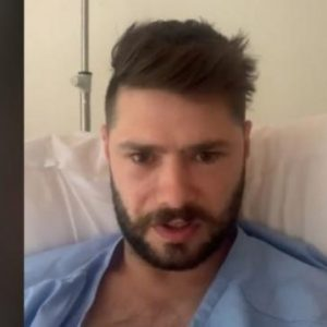Νεαρός ξεσπά μετά τον εμβολιασμό του κατά του Covid-19: «Αποκτήσαμε εγώ και η κοπέλα μου προβλήματα στην καρδιά»