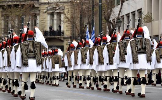 Ο Covid-19 το τέλος των εθνικών παρελάσεων στην Ελλάδα; – «Στα gay pride και στην Αμάλ δεν κολλάει ο ιός;»